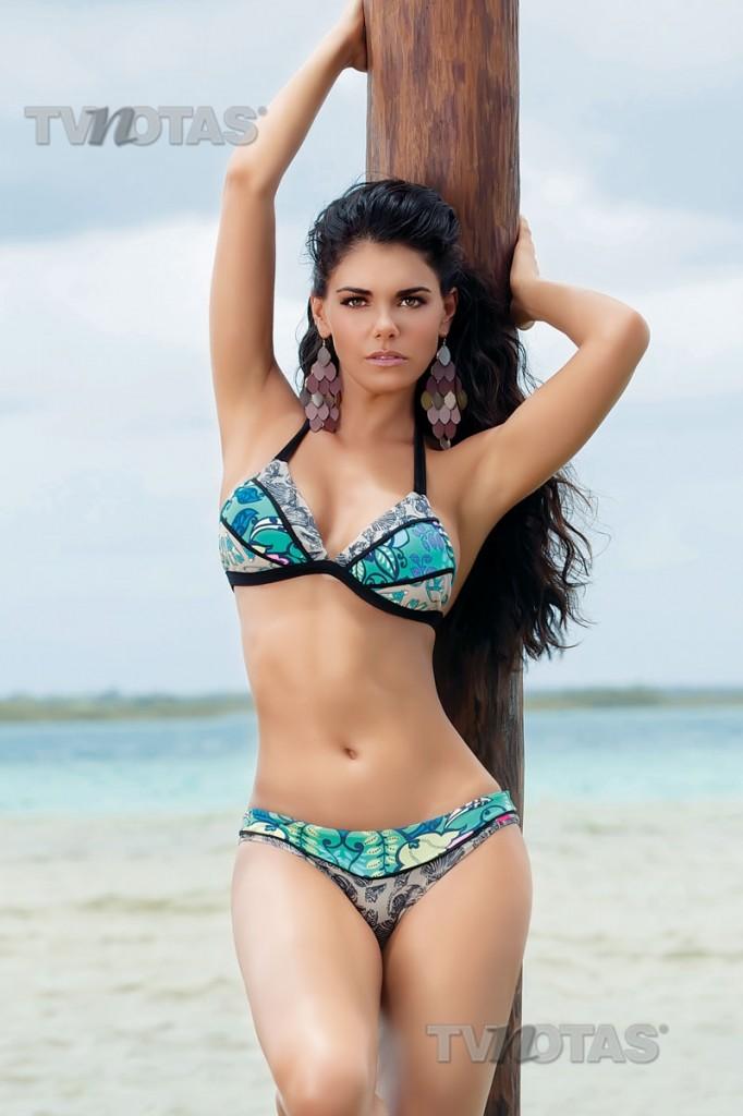 Sexy naked women hot mexican livia brito for Chicas en el bano