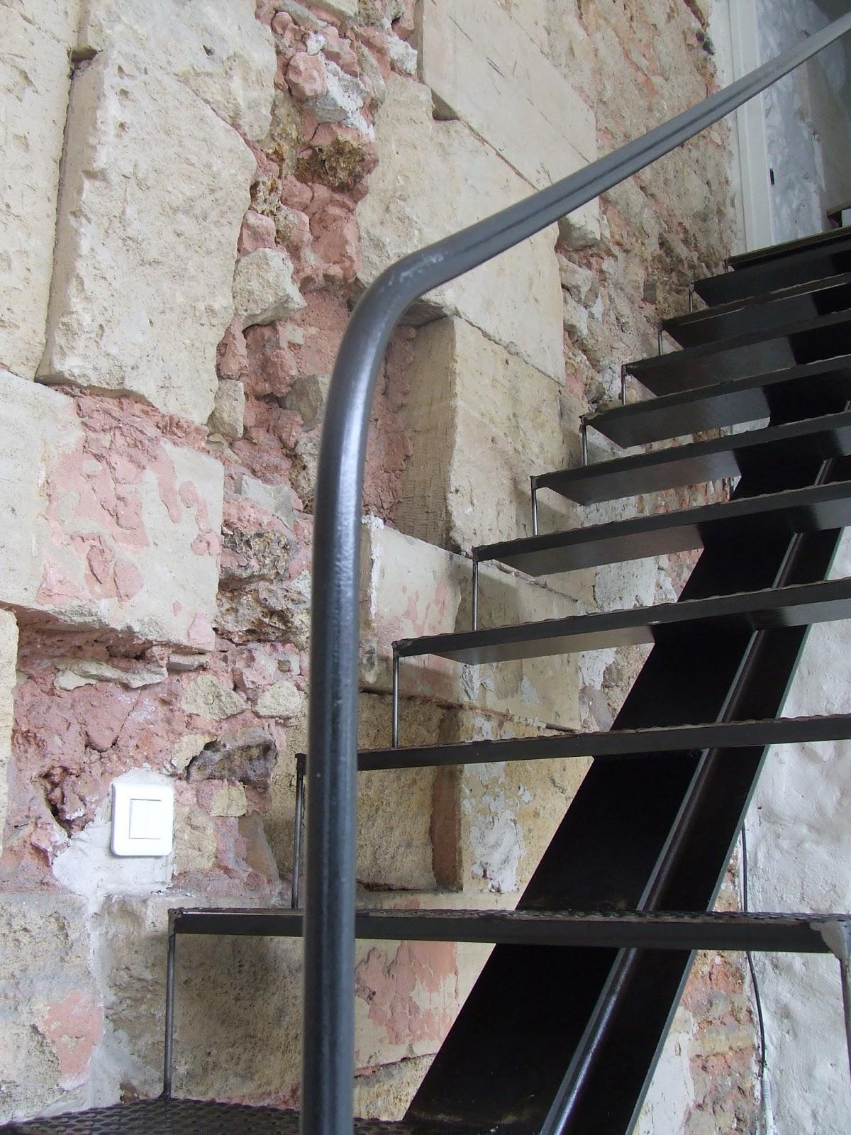 escalier m tallique avec limon central ecquevilly 78. Black Bedroom Furniture Sets. Home Design Ideas