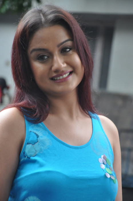 sonia agarwal new spicy unseen pics