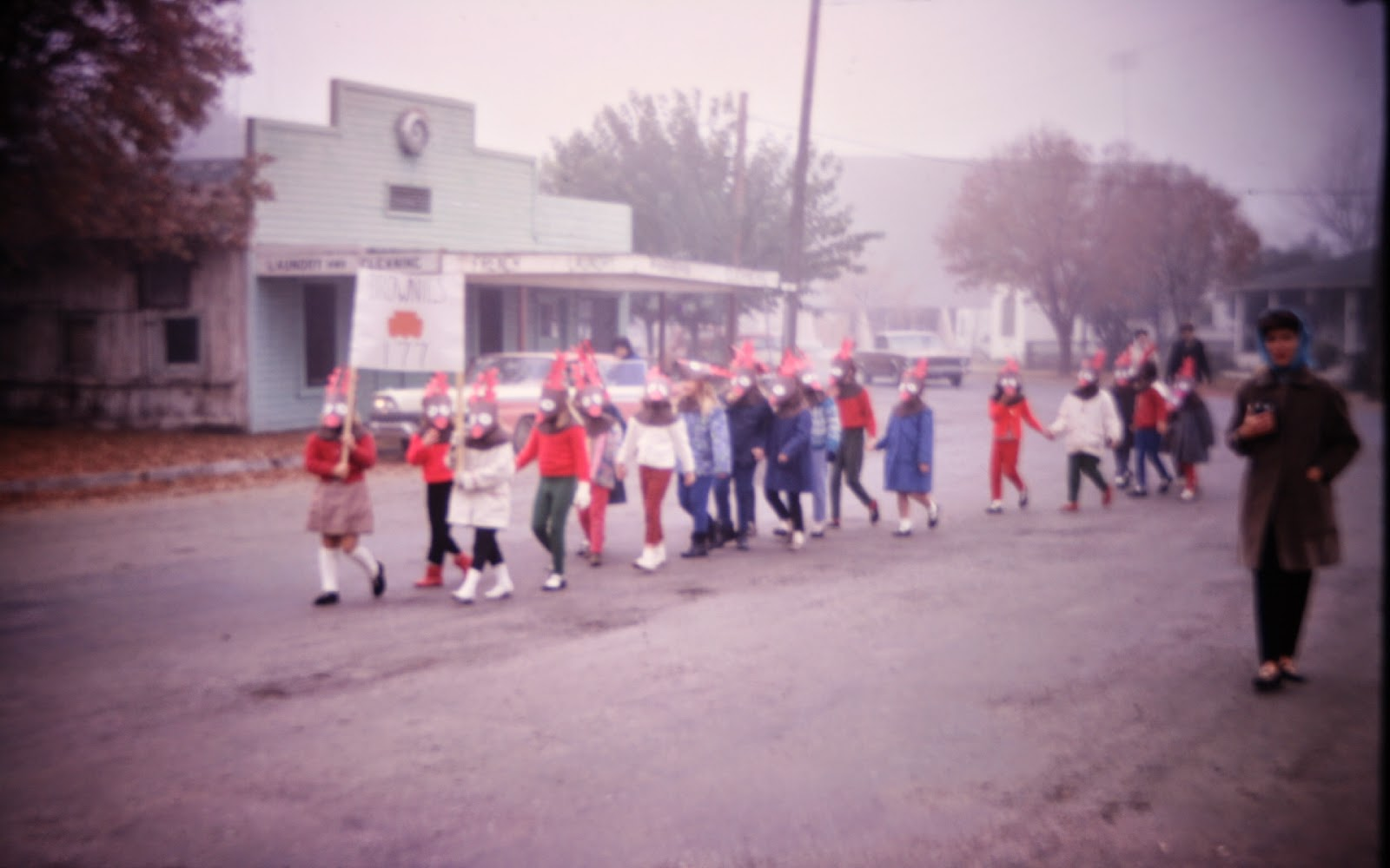 Christmas parade, Coalinga California, Brownie troop