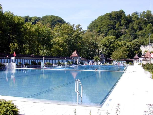 Les petites histoires de fribourg region kurze geschichten for Freiburg piscine