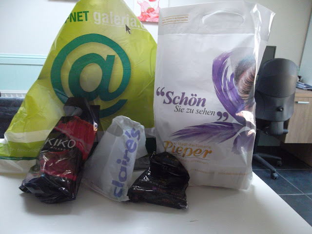 http://www.verodoesthis.be/2015/08/julie-shoplog-oberhausen-iv-kiko.html