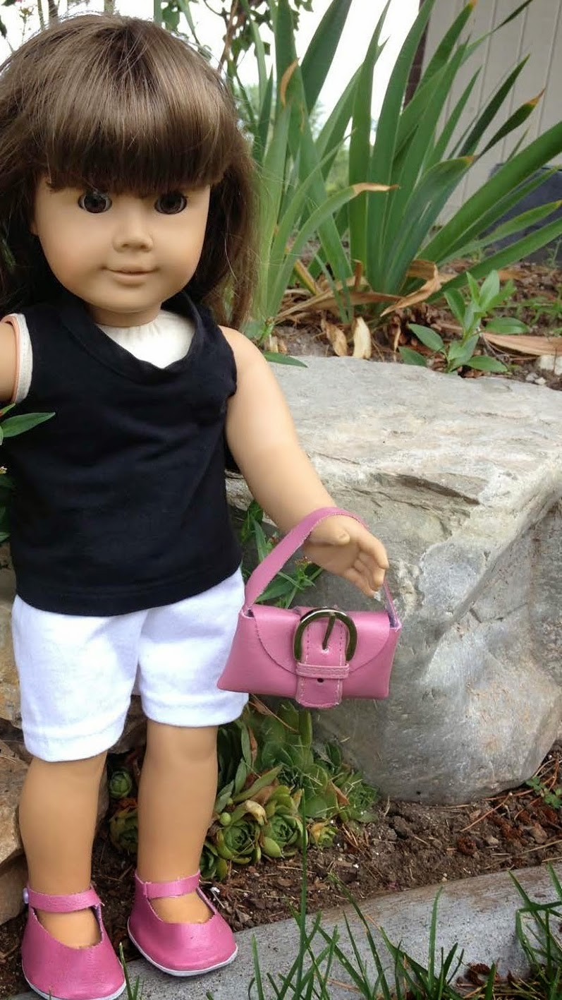 http://xoxograndma.blogspot.com/2014/08/never-throw-away-old-wallet-doll-purse.html