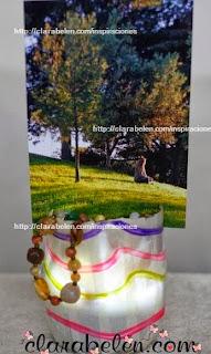 http://clarabelen.com/inspiraciones/2660/lampara-potafotos-para-organizar-hecha-con-botellas-recicladas/