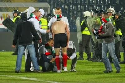 smešna slika: fudbaler u gaćicama