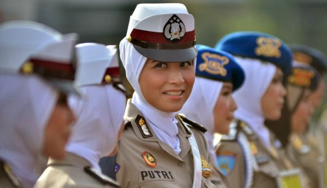 Polwan_Berjilbab_Jokowi_Prabowo
