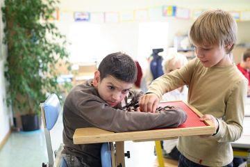 Caderno de material pedagógico especial para educação, capacitação e recreação da pessoa com deficiência física