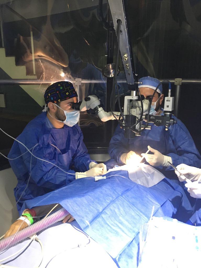 Dres. Jalil en cirugía en Clínica Barraquer de América