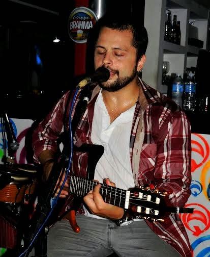 Gabriel Novotny se apresenta sábado no Bar da Esquina