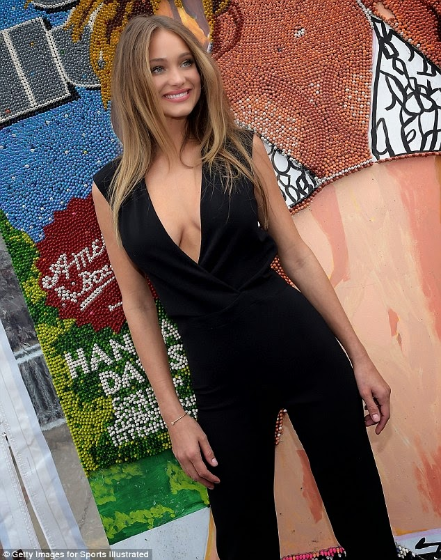 Hannah Davis hot black dress in SI event photo 1