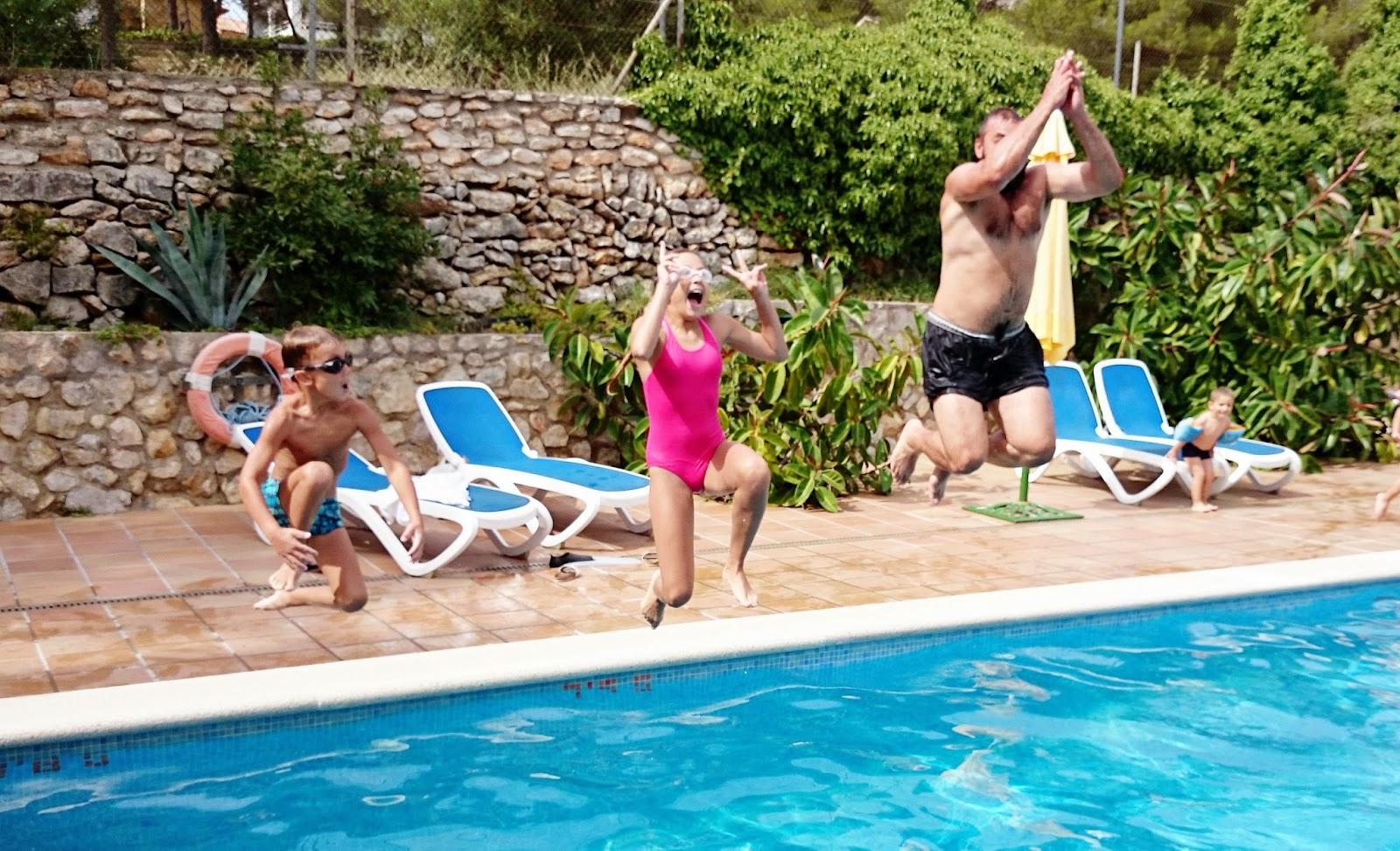 skoki do wody,skoki do basenu,salto,zabawne skoki do wody,hiszpania,espana,jak zrobić zdjęcie w ruchu