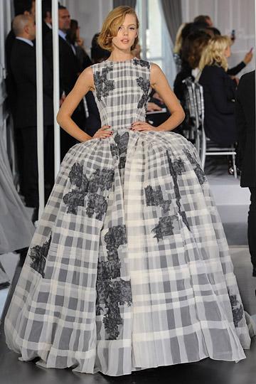 ScarletStiletto: Diane Kruger in Christian Dior