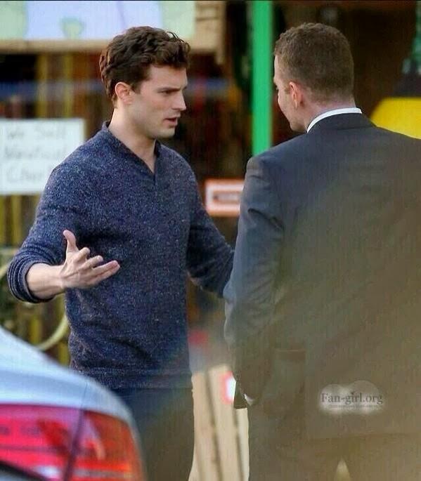 Кристиан говорит со своим охранником Тейлором