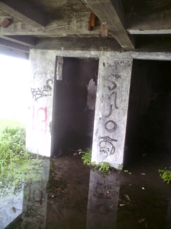 rumah hantu darmo ruang aneh lantai bawah tanah