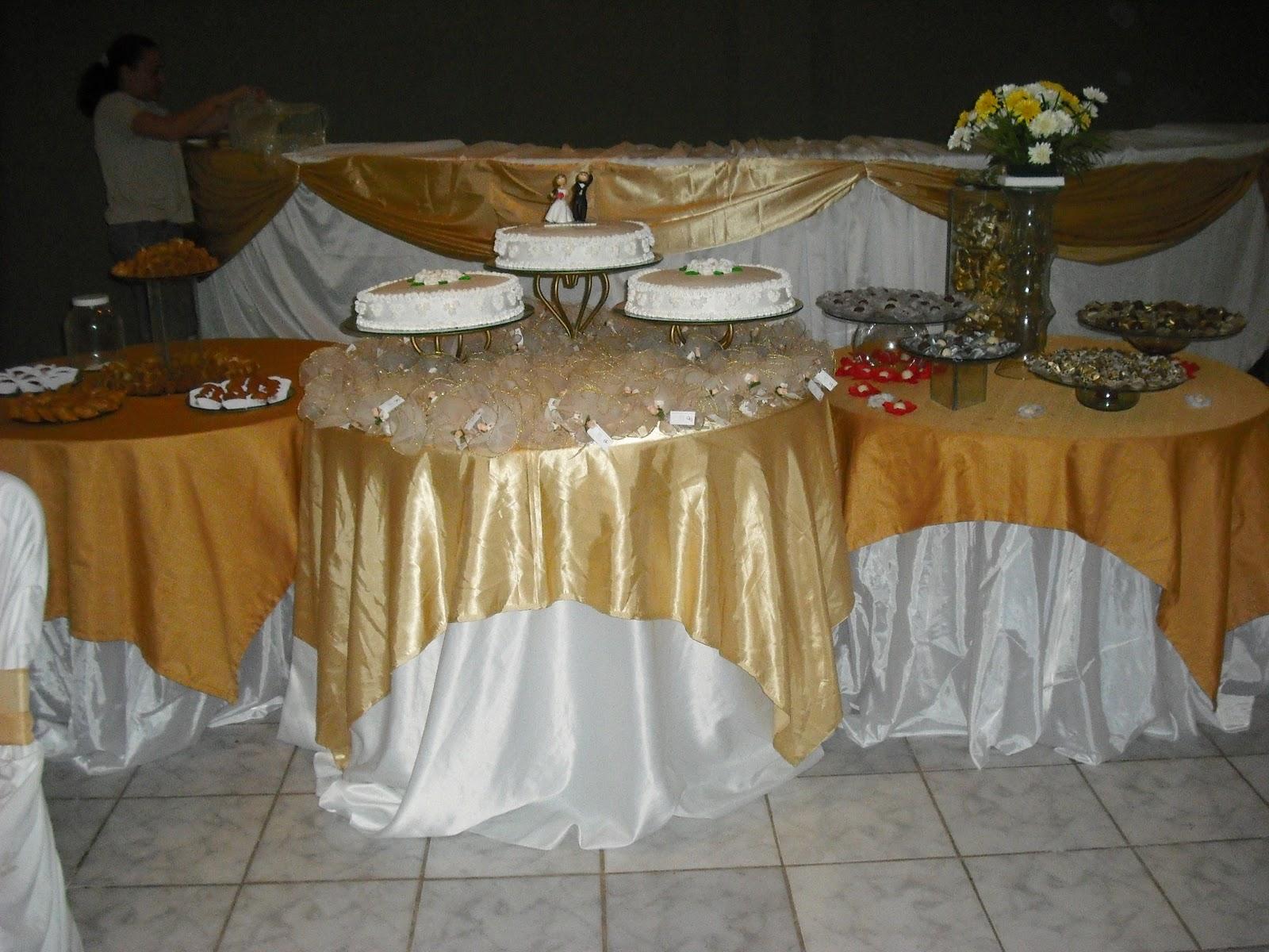 VanDeC Decorações e Buffet Decoração dourada e branco