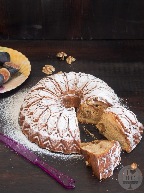 Figs and caramelized walnuts Bundt cake