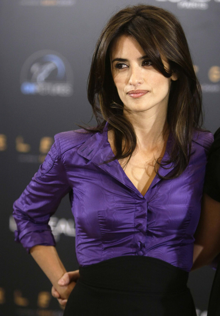 Fresh Look Celebrity Penelope Cruz Hairstyles 51