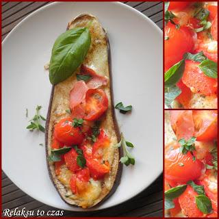 bakłażan zapiekany z żółtym serem, pomidorki coctailowe, bazylia, tymianek