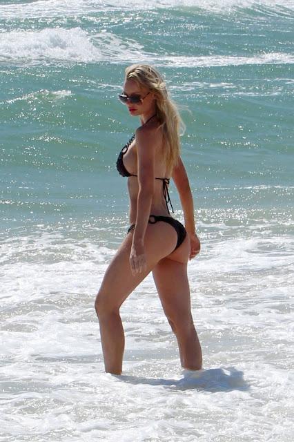 Sophie Turner – Bikini Candids in Sydney