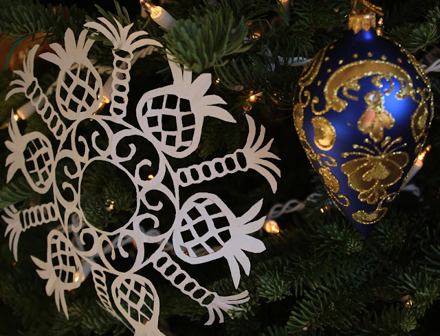 Christmas, holiday, tree, snowflakes, decorations, decor, noel, navidad, winter, lights, sparkle, ornament, blue, gold, pendant, Roumania, palm-trees, pineapples, paper, cut, designs, Christmastime, Weihnachten, interior, decor, art, handmade, joy, happiness, ornate, beautiful, handiwork, charm, photography, Sarah Myers, glass, fir, live