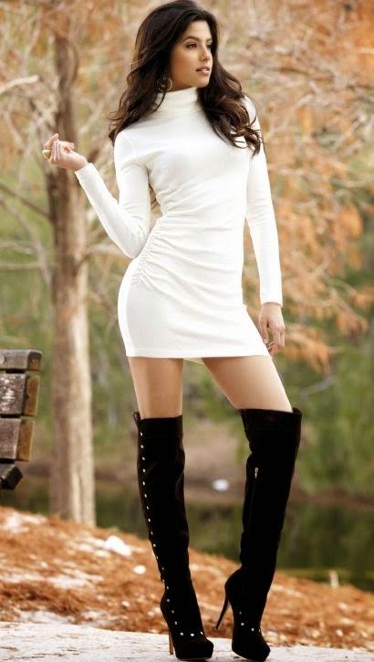 грудастая девушка в высоких сапогах фото