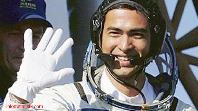 Subhanallah ! Astronot Muslim Shalat dan Dengar 'Azan' di Luar Angkasa