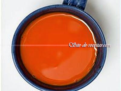 Suco de laranja e melancia com biomassa de banana verde