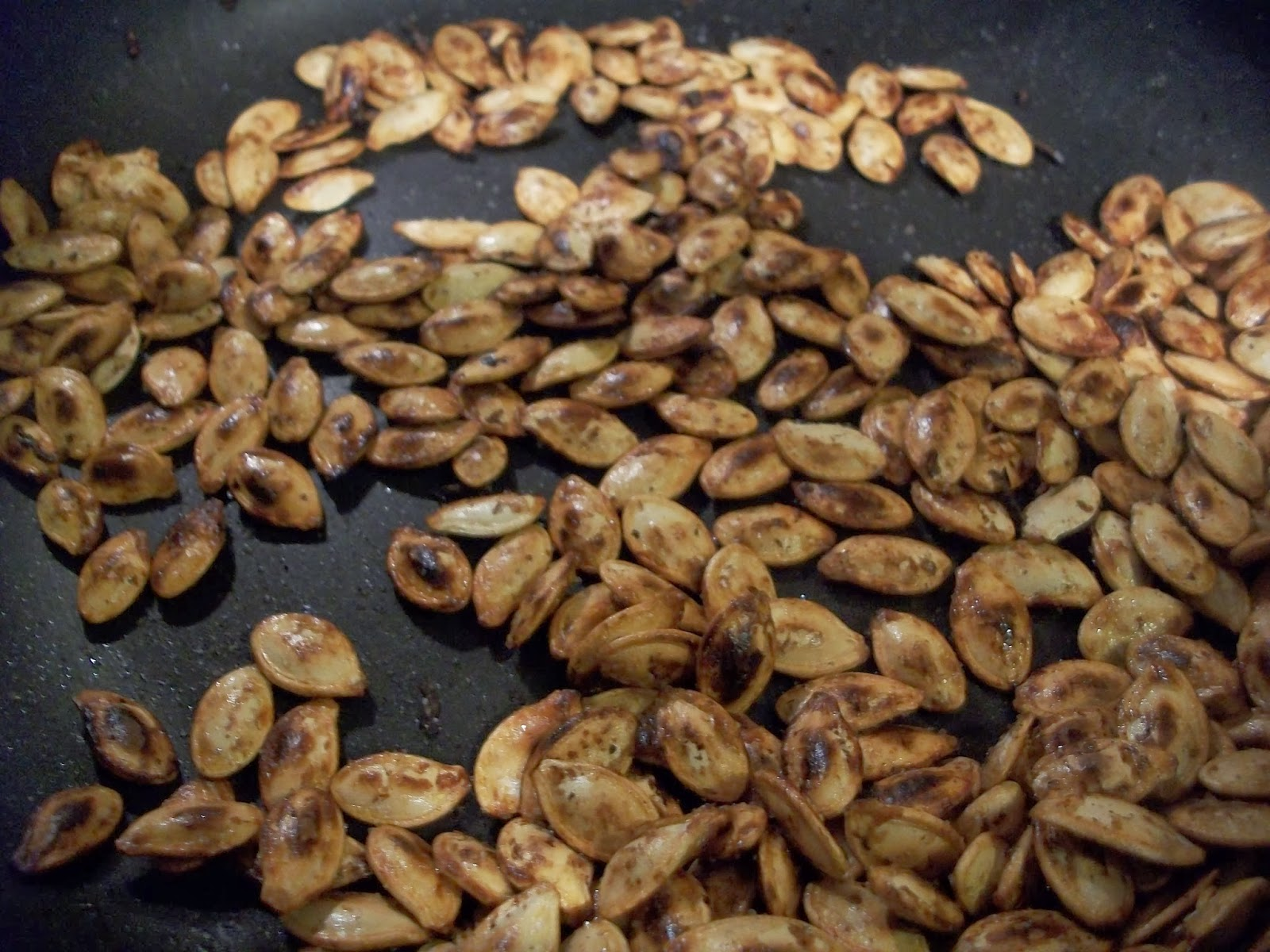 Sweet And Salty Toasted Pumpkin Seeds - Easy And Addictive ...
