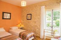 La chambre à trois lits simples vue sous un autre angle