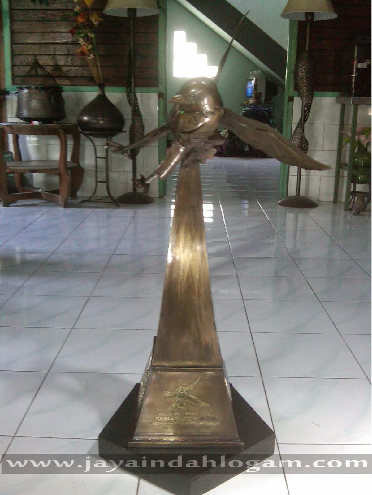 http://www.jayaindahlogam.com/2014/08/kerajinan-piala-tembaga-dan-kuningan.html