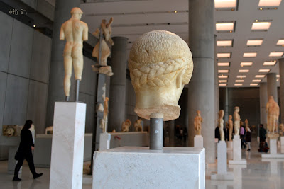Archaic room, from behind the Blonde Boy and the Kritios Boy