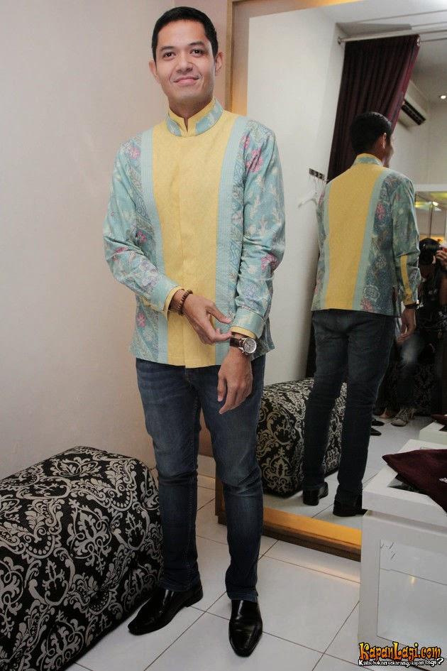 Model baju muslim terbaru para artis laki-laki Indonesia Model Baju Muslim Terbaru Para Artis Pria Indonesia