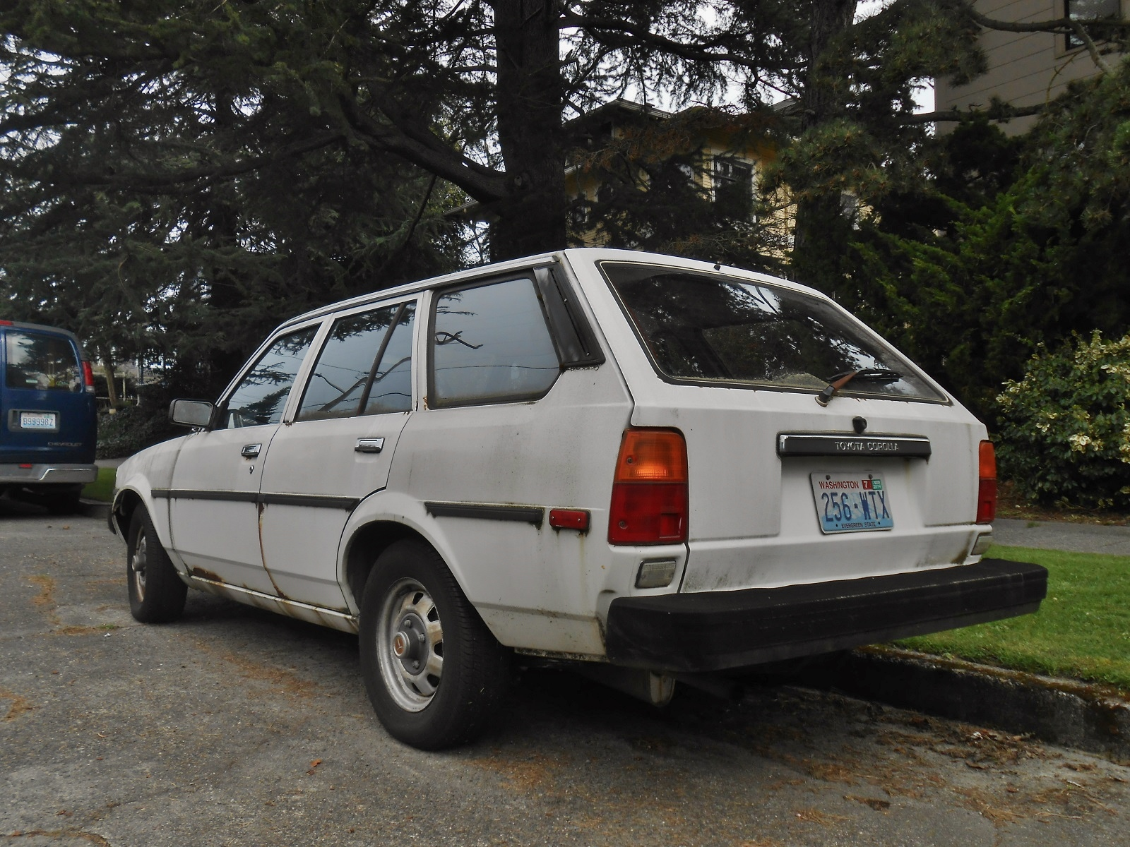 seattle 39 s parked cars 1982 toyota corolla wagon. Black Bedroom Furniture Sets. Home Design Ideas