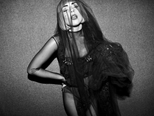 lady gaga 2011 fashion awards. LADY GAGA