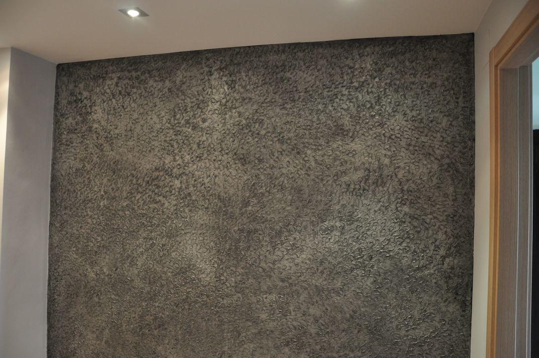 Isaac pintura estuco y otras hierbas for Pintura plateada para pared