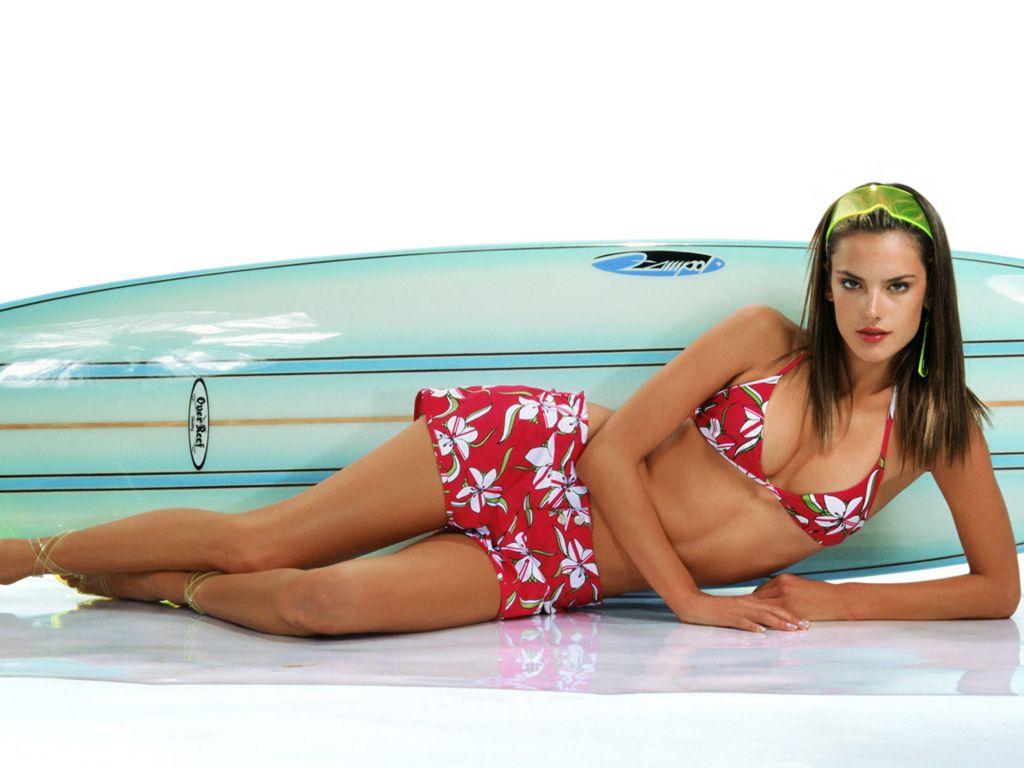 http://4.bp.blogspot.com/-ZVZ57jnejvg/TmsV5Wfb7kI/AAAAAAAABT4/GmmTKehes64/s1600/Alessandra-Ambrosio-13.JPG