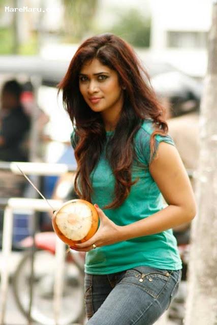 Actress & Models: Sri Lankan beauty Anarkali Akarsha