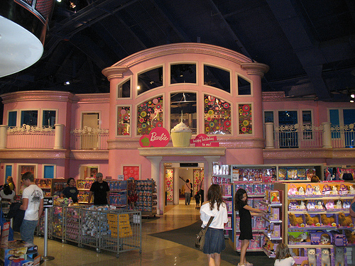 Barbie: Barbies House at Times Square Toys R Us
