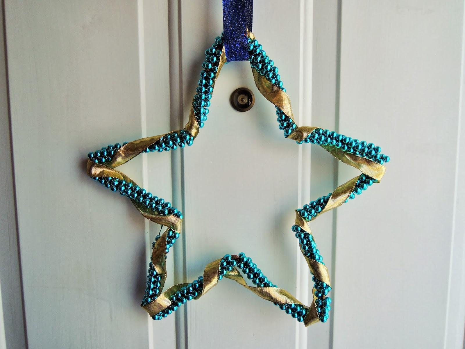 DIY Beaded Star Door Hanger & Holly Goes Lightly: DIY Beaded Star Door Hanger