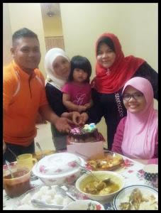 Dear Allah, lindungilah & berilah kebahagiaan kepada keluarga kami^^