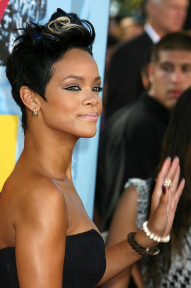 Celebrity short hairstyles  New Rihanna Hairstyles for 2009