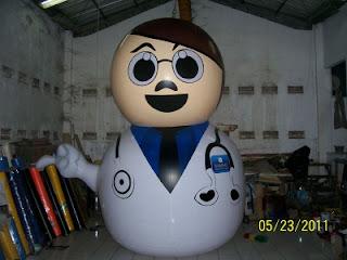 Balon karakter besar model dokter