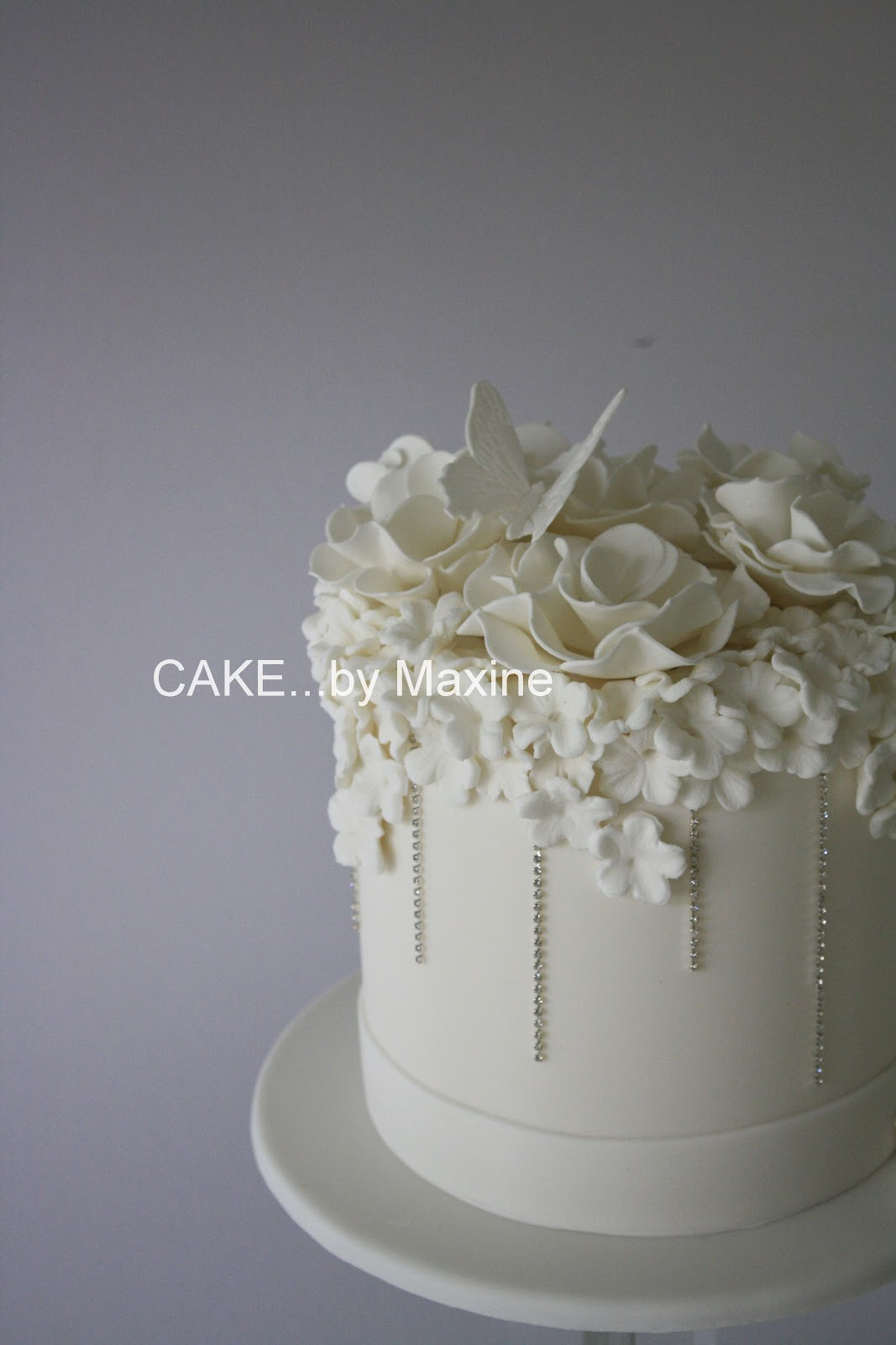 Beautiful White Wedding Cakes With Bling Viewing Gallery