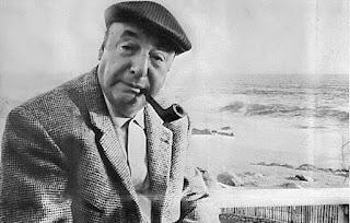 Pablo Neruda est un poète, écrivain, diplomate, homme politique et penseur chilien, né le 12 juillet 1904 à Parral (province de Linares, Chili), mort le 23 septembre 1973 à Santiago du Chili. Il est considéré comme l'un des quatre grands de la poésie chilienne (avec Gabriela Mistral, Pablo de Rokha et Vicente Huidobro).