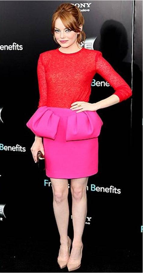 Risant Pink Und Rot Wurde Sonst Noch Nie Kombiniert Dann Auch Mit Roten Haaren Geschaft Schreit Auf Aber Emma Stone Sieht Einfach