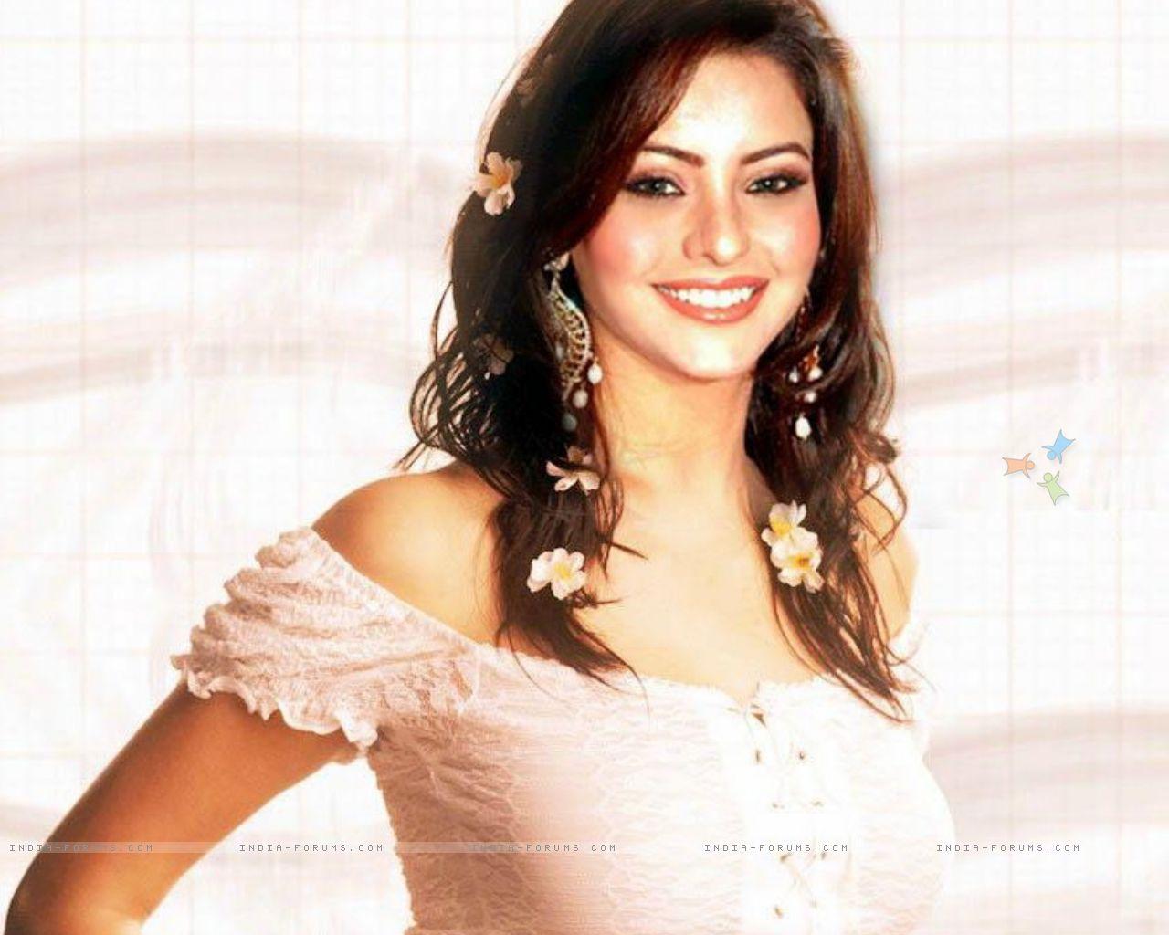 http://4.bp.blogspot.com/-ZX6CLNp2riY/TfnuzirhxkI/AAAAAAAAARI/ZEgV876EAoo/s1600/Bollywood+Aamna+Shariff+Wallpaper15.jpg