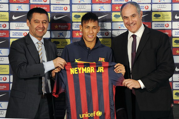Neymar holds his new Barcelona jersey with the club's directors during his presentation