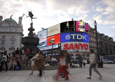 burberry prorsum live stream piccadilly circus