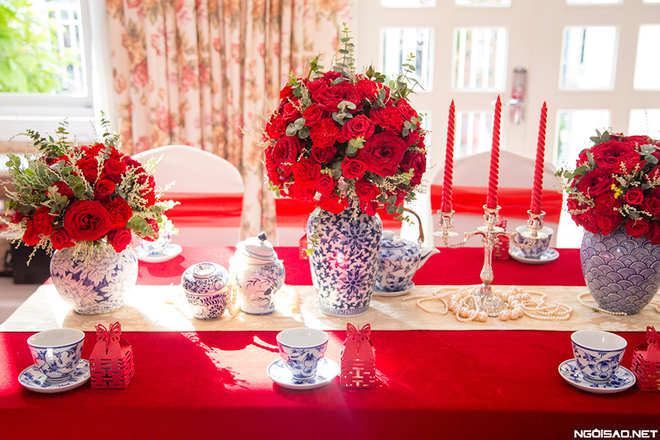 Nội thất cổ điển Châu Âu - Lễ tân hôn Sài Gòn trang trí sắc đỏ đẹp lộng lẫy