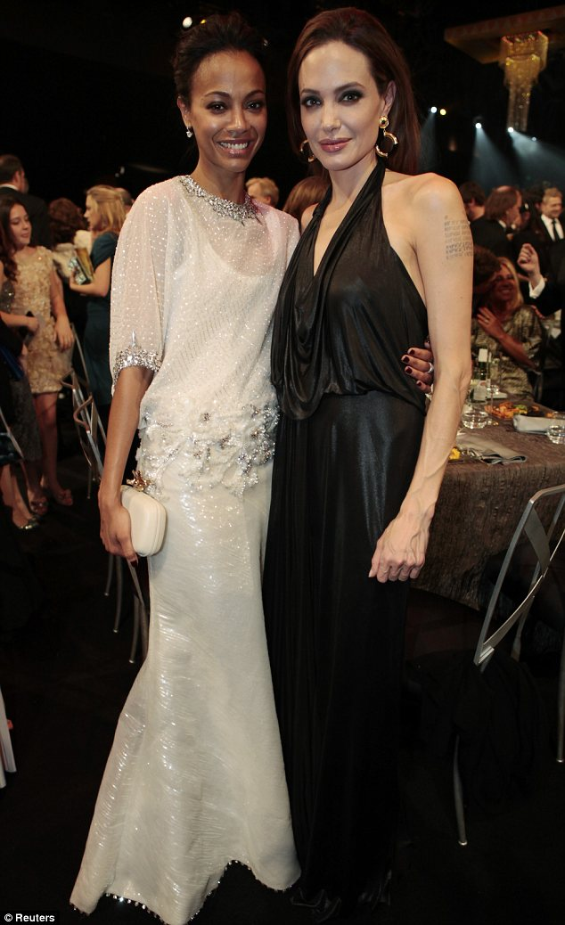 Sag awards 2012 angelina jolie and brad pitt kiss their for Zoe dujardin